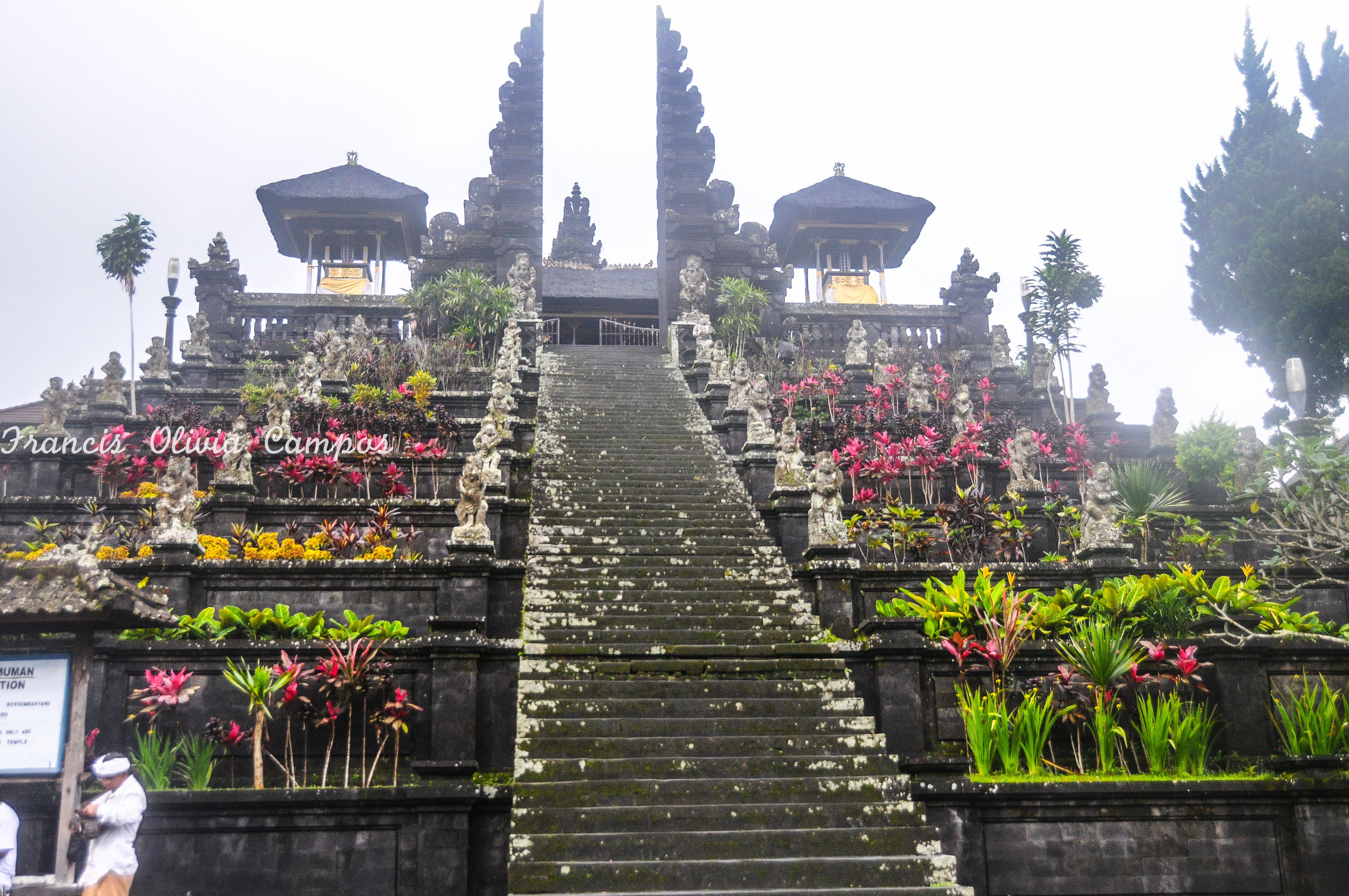 Entrada do Pura Besakih- Templo mãe.