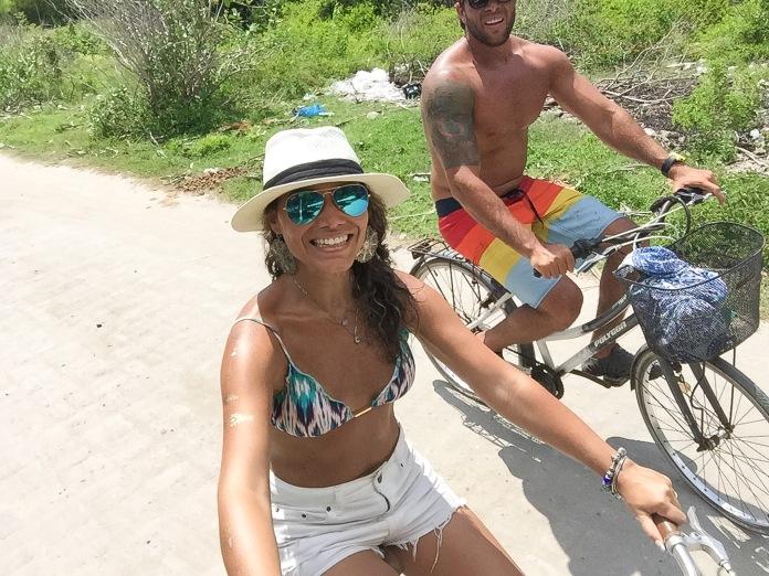 Em Gili T nāo tinha motinha, mas tinha bike e foi milhares de vezes mais divertido <3